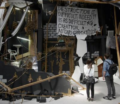 "Thomas Hirschhorn ""In-Between"", 2015. South London Gallery, England. Foto: Mark Blower"